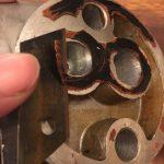 ローバーミニ:次はオイルフィルター周りのオイル漏れだ!これで終われイタチごっこ。~洗浄とガスケット剥がし編~