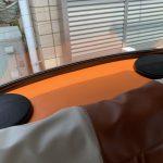 ローバーミニ:リヤスピーカーボードをレザーに張り替えてみる。ボディカラーに合わせてオレンジだ。