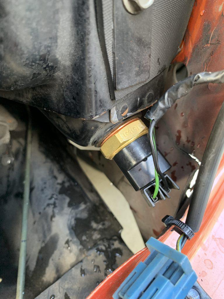 ローバーミニ:ラジエーターのサーモスイッチを交換して電動ファンの動作不良を修理する。~取り付けと動作確認編~